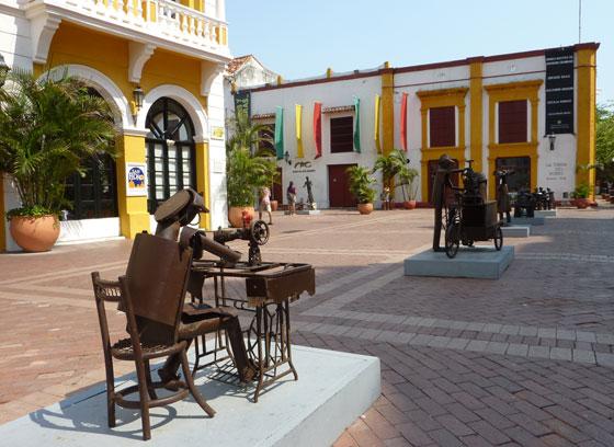 Metal sculptures in Plaza de San Pedro Claver