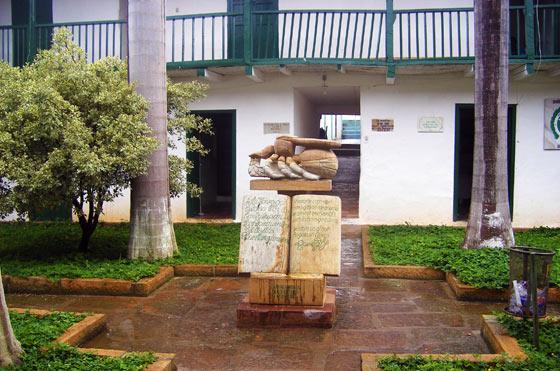Monument of the Hormiga Culona in Braichara
