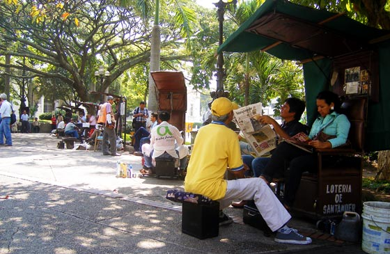 A shoeshiner working in Plaza Santander, Bucaramanga