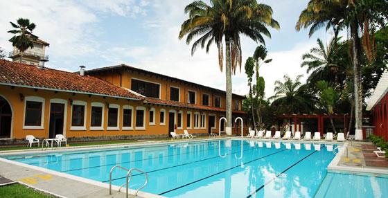 Swimming pool in Hotel Guadalajara, Buga