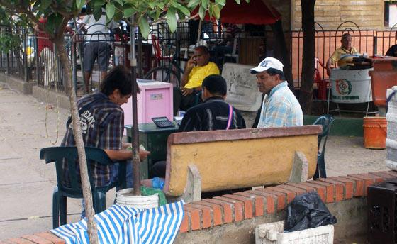 Moneylenders in Maicao's main plaza