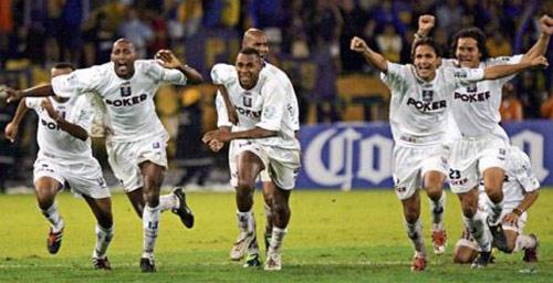 Once Caldas celebrate winning Copa Libertadores 2004